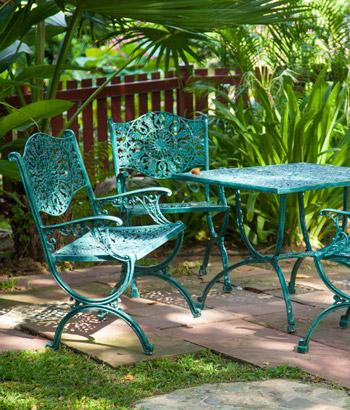Уход за мебелью в саду