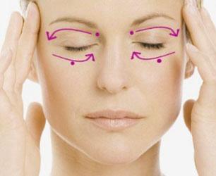 Ручной массаж вокруг глаз